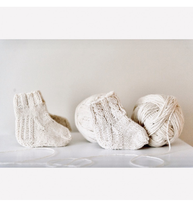Vilaurita pirmosios vilnonės kojinytės