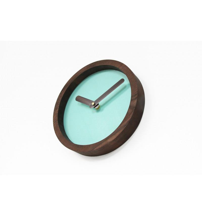 Mėtinės spalvos apvalus sieninis laikrodis su dirbtine oda