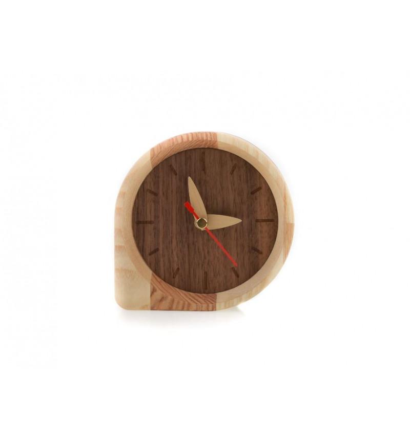 Natūralaus medžio spalvos stalo laikrodis