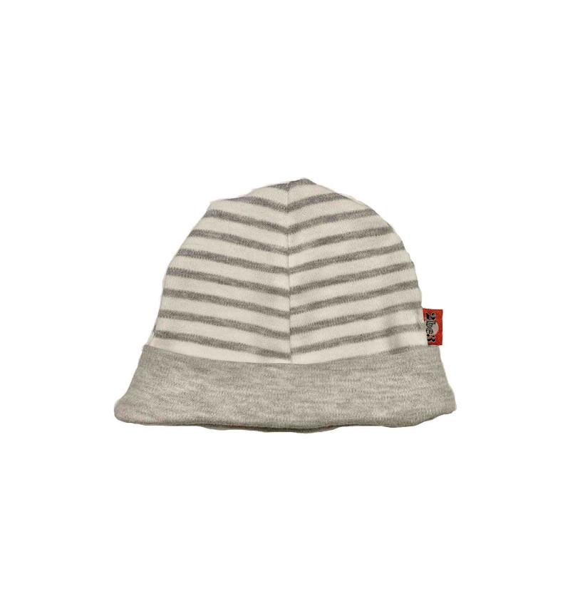 Pilka kepuraitė