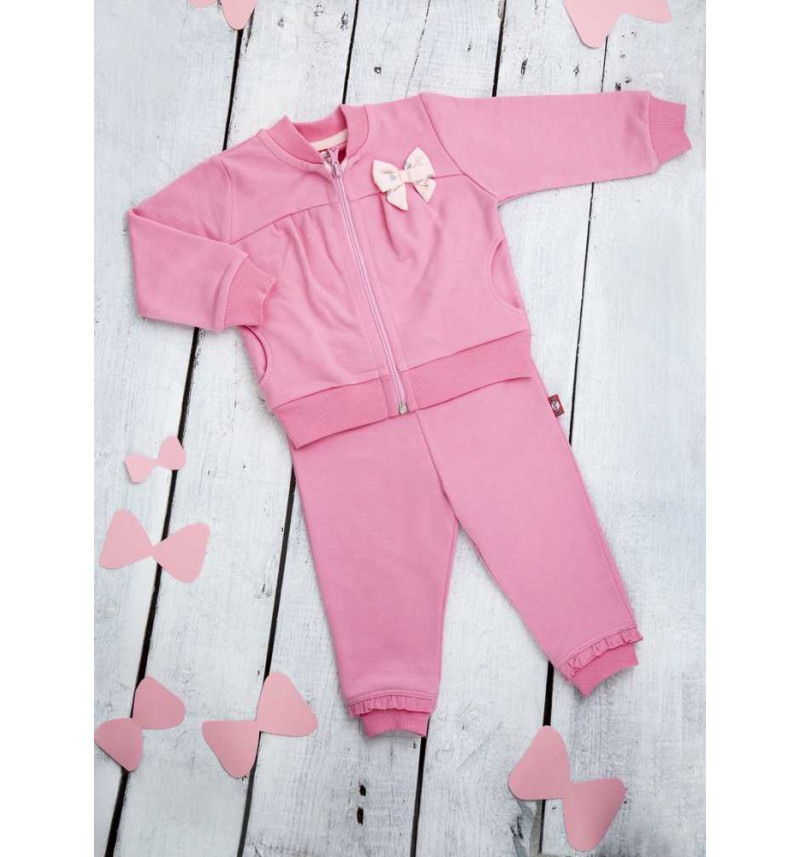 Rožinės spalvos sportinis kostiumas